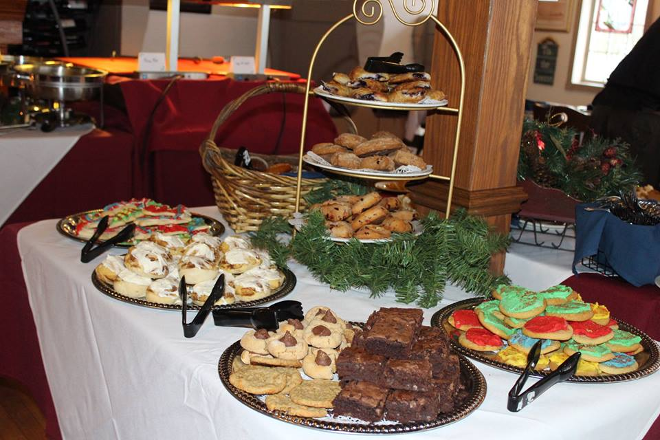 Thanksgiving day brunches buffets dinners in door for Harbor fish market